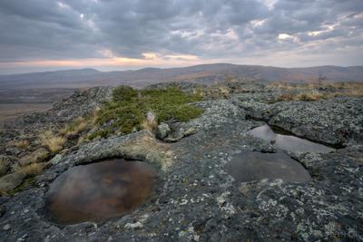 Нано-озёра гора осень тучи небо восход лужи камни скалы Урал
