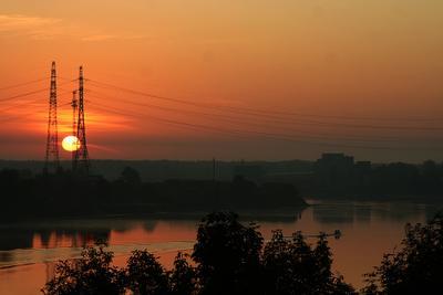 Рассвет над Невой рассвет солнце провода река нева небо катер