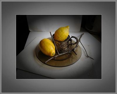*лимоны в подстаканнике** лимон серебро ветка тарелка стекло