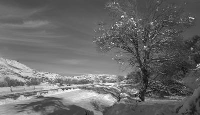 Дорожные зарисовки горы зима снег природа дорога указатель ландшафт вид бельдерсай узбекистан осень деревья