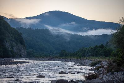 Утренний туман в горах река Аше Кавказ Калеж горы утро туман