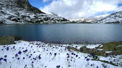 Горное озеро горы Алтай путешествие поход