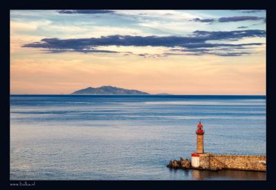 Вечернее: про корсиканский маячок