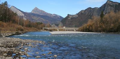***Рейн весной в горах Швейцарии река красиво Рейн камни весна солнце