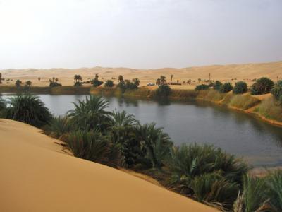 Соленое озеро Umm Al Maa. Ливия вулкан кратер горы скалы пустыня
