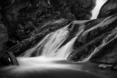 Водопады Кокоря пейзаж природа водопад река речка горная горы скалы камни поток течение чб чернобелое сибирь алтай кокоря