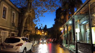Месяц декабрь над улицей Чехова. Ялта Ялта Крым Чехова вечер