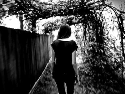 ***домой... тоннель виноград черно-белое сестра