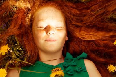 Лучик счастья рыжеволосая девочка весна