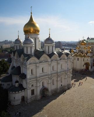 Вид на Благовещенский и Архангельский соборы Кремля