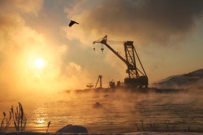 *** мурманск полярный утро рассвет зима снег лед север свет огонь море берег причал