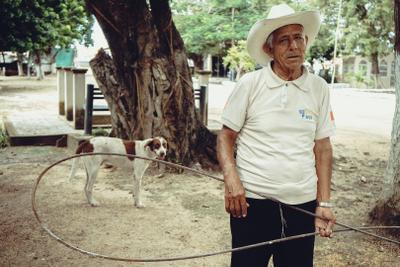 Старый дом и его собака Мексика собака деньмертвых кладбище