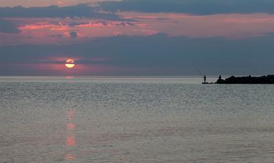закат и рыбаки побережье, закат , рыбаки, вечер....
