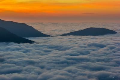Рассвет над облаками рассвет облака утро горы небо