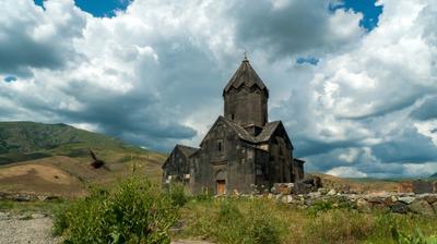 Монастырь Танаат  и шмель Монастырь Танаат шмель Арнения Armenia
