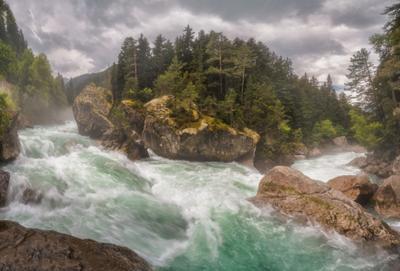 Бурные воды Гоначхира Северный кавказ домбай гоначхир ель восточная