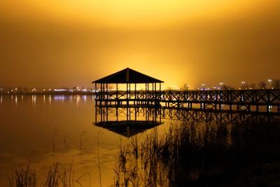 Свет и тени. Ночь огни зарево вода тени