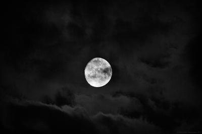 Тревожная луна