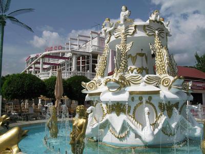Шик-блеск-красота фонтан, китч
