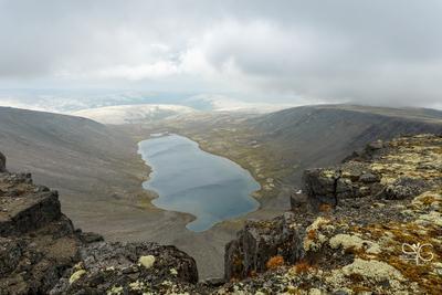 Озеро Академическое в облаках Академическое Хибины озеро облака горы тучи ветер плато Кукисвумчорр