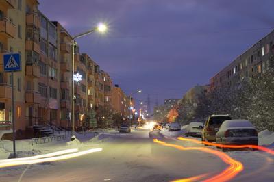 Ночная улица город ночь огни дома окна свет фонари снег улица