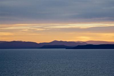 Свет гор на закате Владивосток Амурский залив вечер горы закат