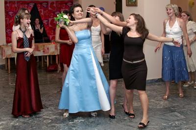 Букет невесты пойман... Свадьба гости букет невесты