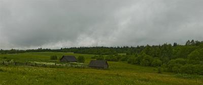 Дождливое утро на окраине села село, пасмурно, облака, деревня, поле, лето, дождь
