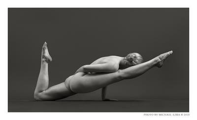 NU_OKY_A111 Sculptural Nudes Levitation