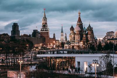 Москва. Вид из Парка Зарядье на Итальянский Палаццо Москва