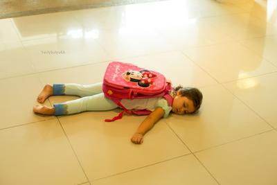 Устала)) Ребенок девочка портфель школьница