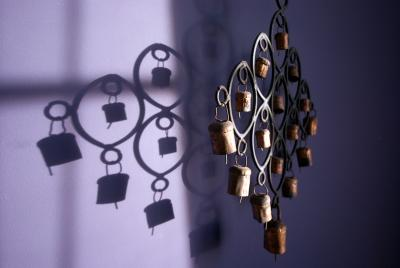 Бубенчики стена, свет, черника в сметане, бубенчики