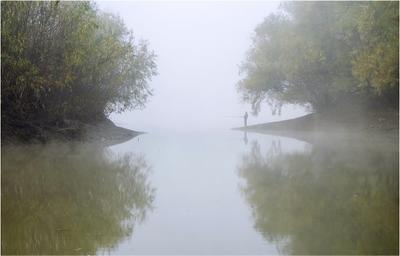 Два берега осень утро туман река берега рыболов