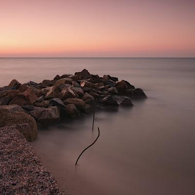 Grown in calm water вода море камни берег песок горизонт небо Утро рассвет квадрат минимализм длинная выдержка