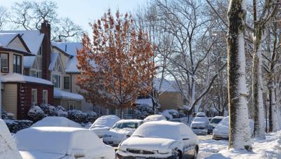 Зима в городе Зима снег солнце улица