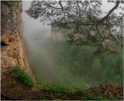 Туманы в каньоне Курджипс горы скалы каньон Курджипс