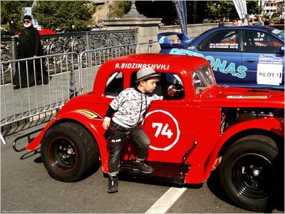 *Хорошая машинка для мальчика!* фотография путешествие Тбилиси город осень выставка мальчик детский мир жанр Фото.Сайт Photo.Sight Светлана Мамакина Lihgra Adventure