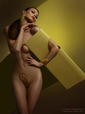Колос календарь девушка шарада украшения фигура жёлтый зелёный цвет изящество