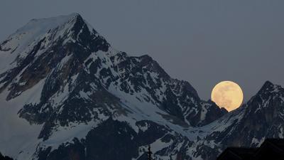 ***Розовая Луна 7 апреля 2020 Куршевель розовая Луна горы Альпы