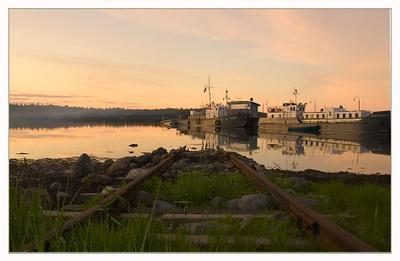 Долгий вечер (1) Белое море, пристань, слип (это те рельсы, которые под воду уходят), кораблики