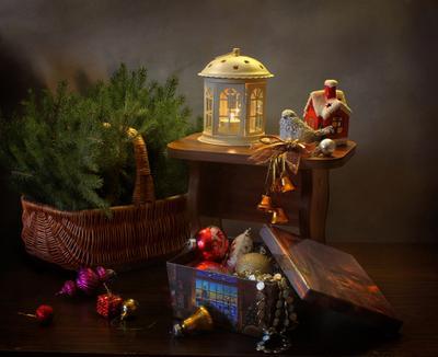 Новогоднее натюрморт новый год рождество елка украшения фонарик подсвечник птичка
