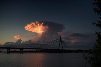 мост и облако