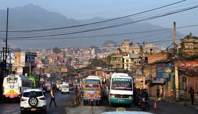 Провода как неотъемлимая часть городского пейзажа Непал Катманду