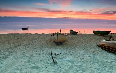 Утро в заливе лодка рижский залив балтика местное рыболовство