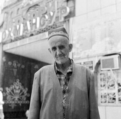 портрет дедушки с душанбинского базара роллей