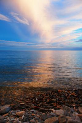 Красивое отражение облаков на Байкале Байкал Бугульдейка ольхонский природа вечер облака отражение