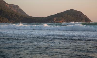 На турецких берегах Море Турция шторм