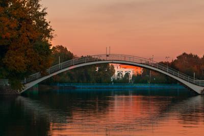 Тихий вечер парк осень озеро мост лес закат деревья город