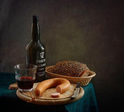 *** натюрморт вино колбаса хлеб снедь