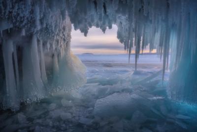 В Байкальских гротах Байкал Ольхон